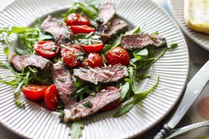 Теплый стейк-салат из мраморной говядины