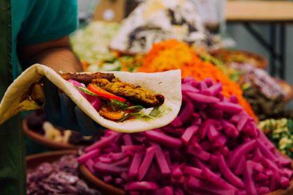 Вера в еду: история о двух непохожих фестивалях веганской кухни