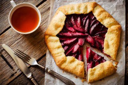 Пирог-галета со сливовой начинкой