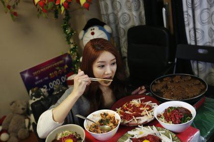 Корейский тренд Mukbang или искусство есть на камеру