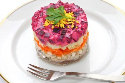 Новогодний салат «Селедка под шубой» или «тетушка из Одессы в розовом пальто»