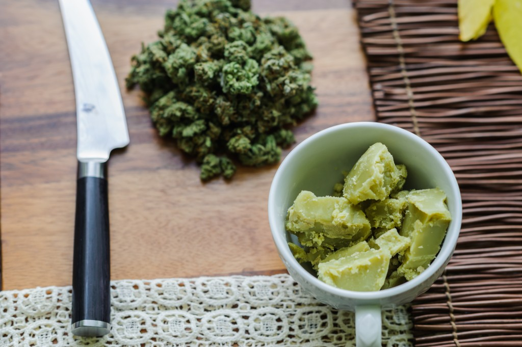 Пища с марихуаной конопля при одном месяце