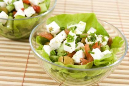 Салат с фетой и зеленью