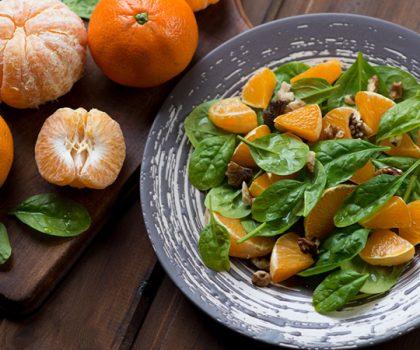 Салат из мандаринов и фиников