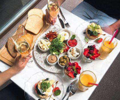 Завтрак на двоих с игристым в Slivki общества