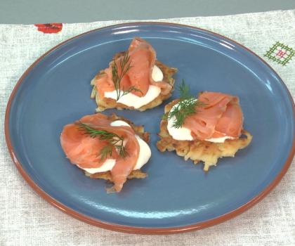 Картопляні оладки з лососем