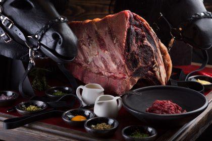 Стейки, BBQ и вино на обед в ресторане «Ватра»