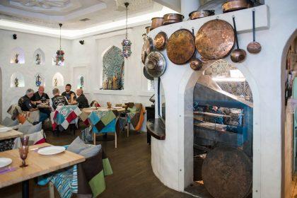 Ресторан Караван представляет ароматный и пряный шафрановый латте