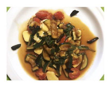 Соте из овощей с черным чесноком