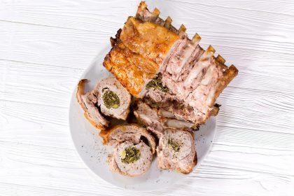 Свинина, запеченная с травами: рецепт от Марко Черветти