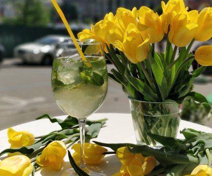 Новое меню освежающих летних лимонадов в семье ресторанов Famille Tres Français