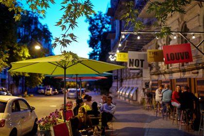 Да здравствует лето в It's NOT the LOUVR gallery bar!