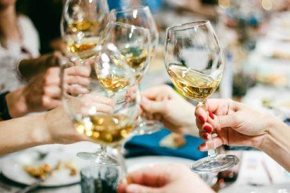 Манана зовет в гости на дегустацию вина и ужин!