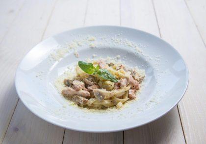 Тальятелле с куриным филе «Эпикур» и грибами: рецепты фестиваля «Дни полезного Кура Эпикур в PESTO CAFÉ»
