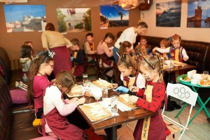 Tres Francais приглашает маленьких поварят на занятия Детской Кулинарной Школы Chef an Herbe, посвященной Хэллоуину