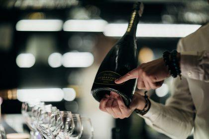 """Як обрати """"те саме"""" вино? Або короткий посібник до практичних занять з енотерапії"""