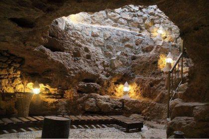 Ресторан вместо музея: в Иордании геофизик открыл ресторан в древней пещере