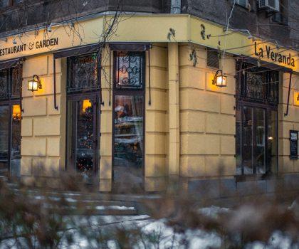 Ресторан-домЛа Веранда в холодную зиму готовит лучшее дикое мясо