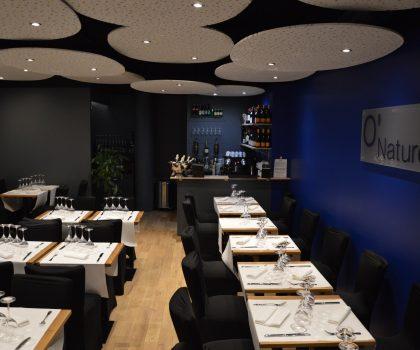 Не хотят раздеваться: в Париже закроют единственный нудистский ресторан
