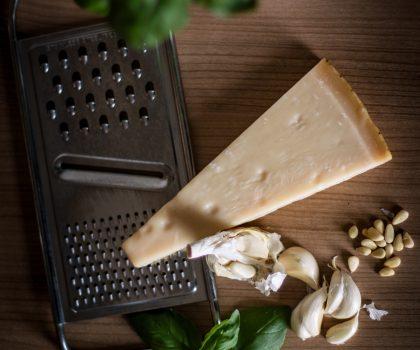 Храните сыр в банке: в Италии выдают кредиты под залог пармезана