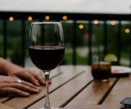 Где 8 Марта можно выпить вкусного вина и встретить рыцарей