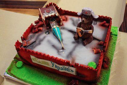 Кремль с кремом: украинскому министру подарили необычный торт ко Дню рождения