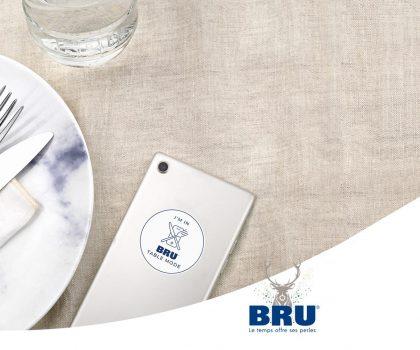 Відклади смартфон: бренд води створив тарілки проти фудстаграммінгу
