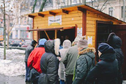 Обед без бед: около сотни столичных ресторанов бесплатно кормят пенсионеров