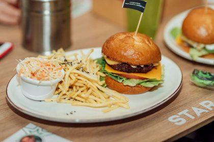 Новий заклад: Star Burger в Smart Plaza Polytech