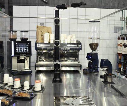 В Днепре открылась первая в Европе роботизированная кофейня