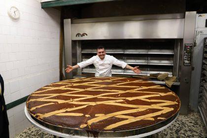 Рекорд Гіннеса: неаполітанські кондитери приготували величезний великодній пиріг