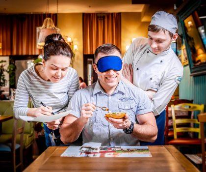 Пробуй, угадывай, получай скидку! — в ресторанах «Файна Фамилия» проходят дегустации «в слепую»