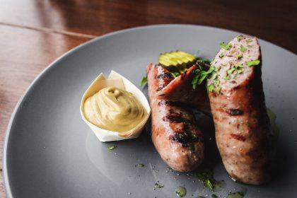 Нью-Йорк відмовиться від виробництва ковбас та скоротить споживання м'яса