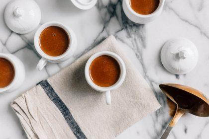Виявилось, що люди п'ють гірку каву та алкоголь зовсім не через смак