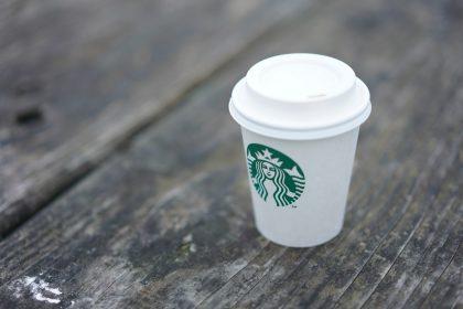 Кава у кадрі. У новій серії «Гри Престолів» у кадр потрапив паперовий стаканчик з кавою зі Starbucks