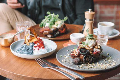 Сніданки у нових міських кафе Києва: нео-бістро, кафе здорової їжі, гастро-паб укр. кухні