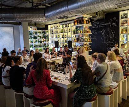 Класика проти панк-року: як пройшов черговий винний батл у WHITE wine bar