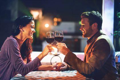 Жінка помилково замовила вино за $18 тис. на першому побаченні