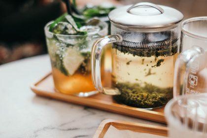 Гарячі чайні та кавові коктейлі й напої: зігріваємося смачно у закладах Києва
