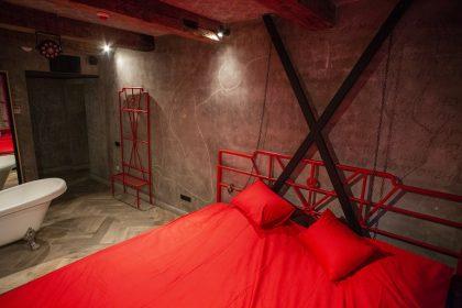 Готель «Мазох» у Львові показав перші фотографії тематичних номерів