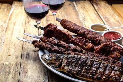 Кебаб у ресторанах Києва: соковитий та ароматний кебаб на мангалі – те, що треба взимку!