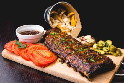 Ребра в закладах Києва: де їсти смачні ребра в столиці