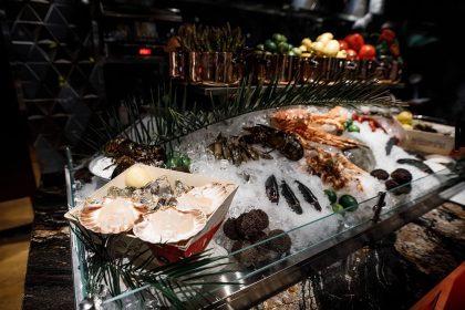Дари моря в преміум-ресторанах Києва: устриці, гребінці, лобстери, восьминоги