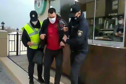 Поліція жорстко затримала власника кав'ярні в Одесі за нібито порушення правил карантину (відео)