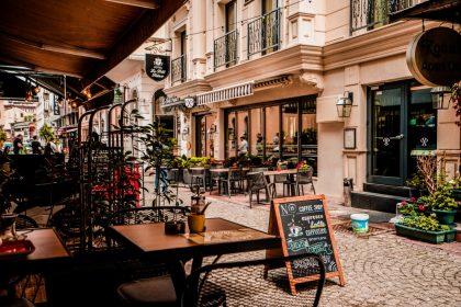 Затишні заклади Києва, де можна пообідати спекотного дня
