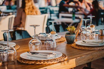 Запам'ятайте ім'я офіціанта та уточнюйте вартість вина: 20 порад гостю від досвідченого ресторатора Сави Лібкіна
