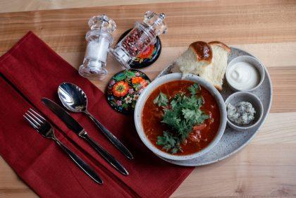 Борщ в ресторанах Києва: з яловичиною, з м'ясом вепра, з підкопченими ребрами мангалиці