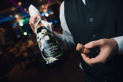 Заведения Одессы с услугой «сомелье»: винный гид в культуру эногастрономии