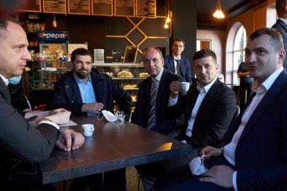 У Зеленського закликали підтримати ресторани та кафе
