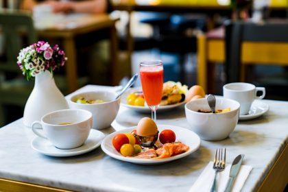 Сніданки в готелях Львова: розпочинаємо день у місті Лева